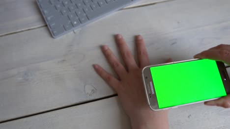 Hand-Scan-with-Green-Screen-Phone