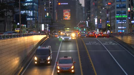 Busy-Road-in-Downtown-Seoul
