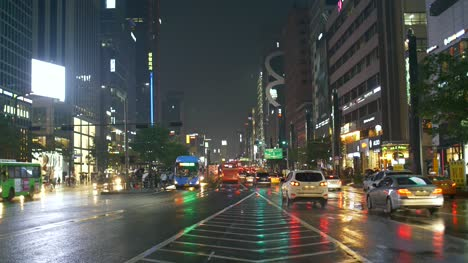 Busy-Wet-Road-in-Seoul-at-Night