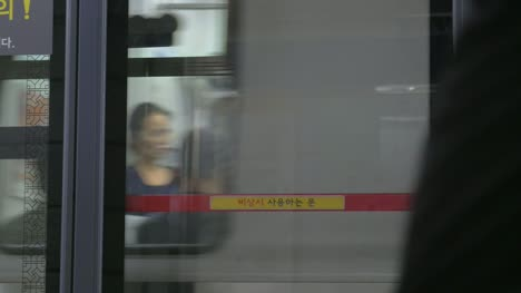 Train-Arriving-at-a-Seoul-Station