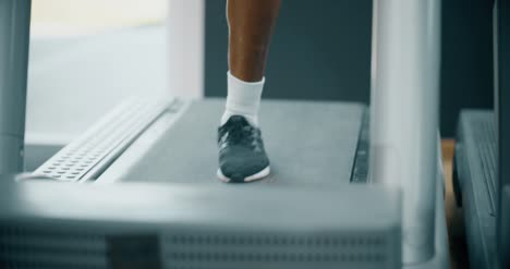 Mans-Legs-Whilst-Running-on-Treadmill