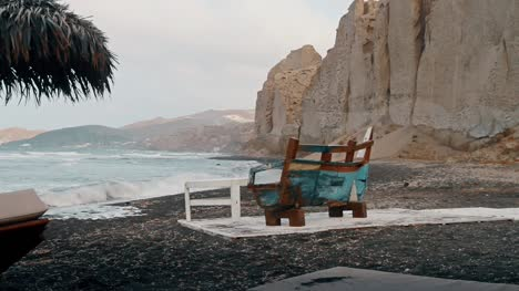 Shabby-Bench-on-a-Beach