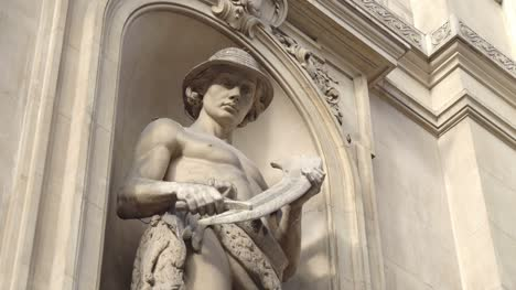 Farmer-Statue-on-the-BSE-Building