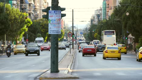 Busy-Road-in-Central-Athens