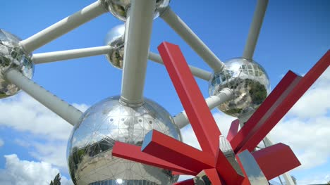 Red-Sculpture-and-the-Atomium-in-Brussels
