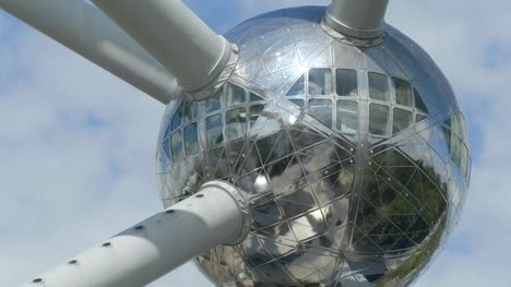 Sphere-and-Tubes-in-the-Atomium