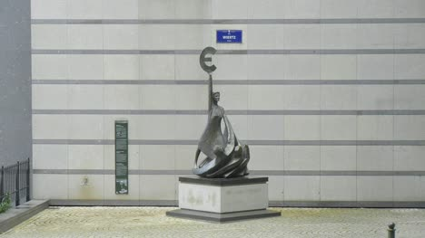 Bronze-Europe-Statue-in-Brussels