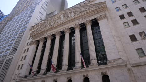 New-York-Stock-Exchange-and-USA-Flags