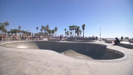 Skate-Bowl-in-Venice-Beach
