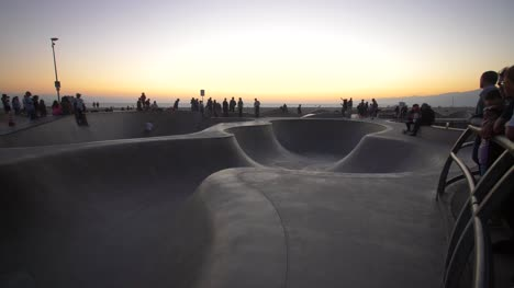 Skateboarders-in-Venice-Beach-Skate-Park