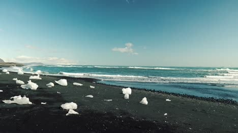 Black-Sand-Beach-in-Iceland