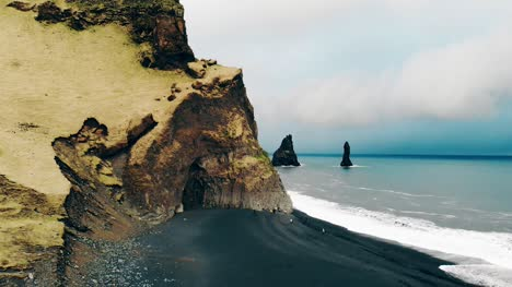 Basalt-Mountain-and-Beach