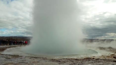 Slow-Motion-Geyser-Erupting