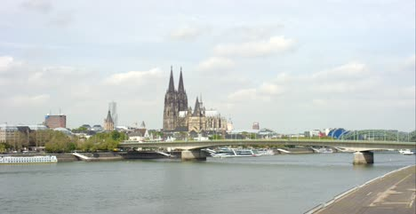 Panning-Across-the-Rhine-in-Cologne-4K