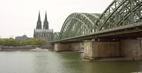 Hohenzollern-Bridge-and-Cologne-Cathedral-4K