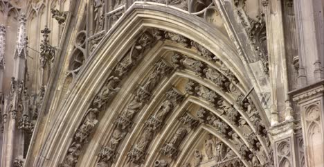 Arch-Detail-of-Cologne-Cathedral-4K