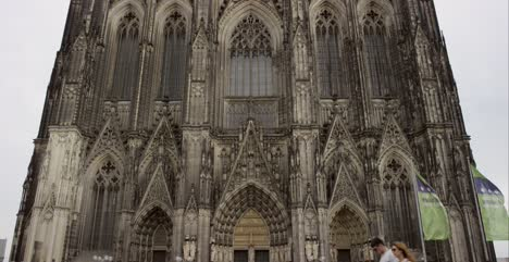Panning-Down-Front-of-Cologne-Cathedral-4K