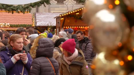 Crowds-at-Christmas-Market