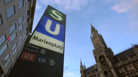 Marienplatz-Sign-and-Town-Hall