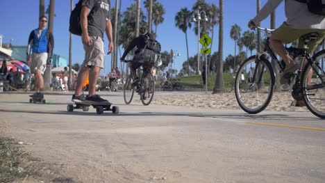 Skateboarders-and-Cyclists-on-Venice-Beach