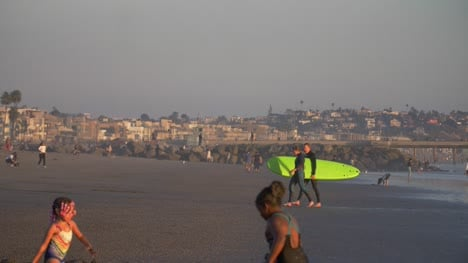 Surfers-Leaving-The-Sea-on-Venice-Beach