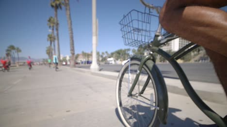 Cycling-Along-Venice-Beach-LA-06