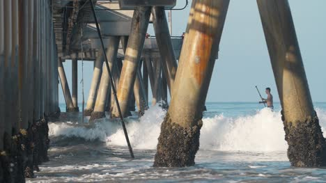 Paddleboarder-under-Venice-Fishing-Pier-LA