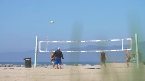 Game-of-Beachball-at-Venice-Beach