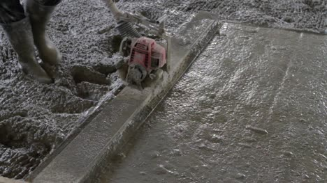 Smoothing-Concrete-with-a-Concrete-Float