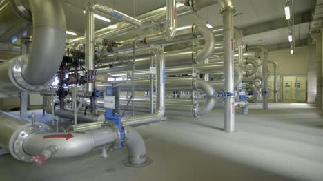 Large-Industrial-Pipes-in-a-Room