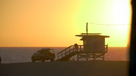 Venice-Beach-Lifeguard-Hut-at-Sunset