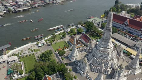 Flying-Round-Wat-Arun-in-Bangkok