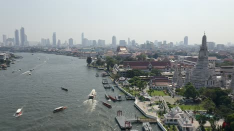 Thonburi-Riverbank-in-Bangkok