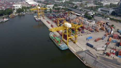 Orbiting-Cranes-in-Container-Port