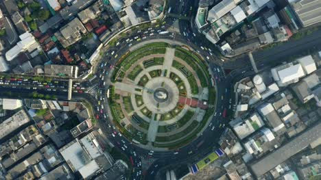 Rotating-View-of-Wongwian-Yai-Rounabout