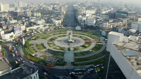 Reveal-Shot-of-Wonwian-Yai-Roundabout