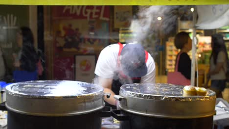 Street-Food-Vendor-in-Seoul