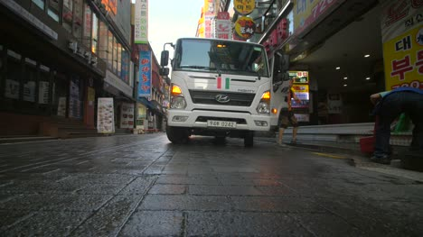 Lorry-in-Seoul-at-Dawn