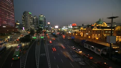 Seoul-Station-Timelapse-at-Nightfall