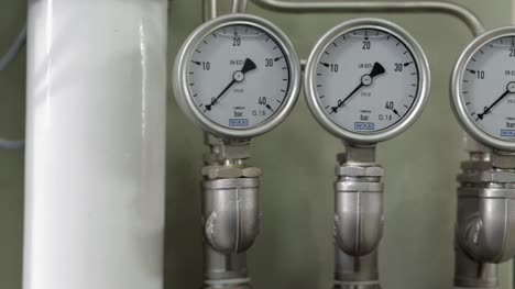 Tracking-Past-Pressure-Gauges