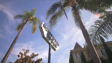 Hollywood-Tower-Sign