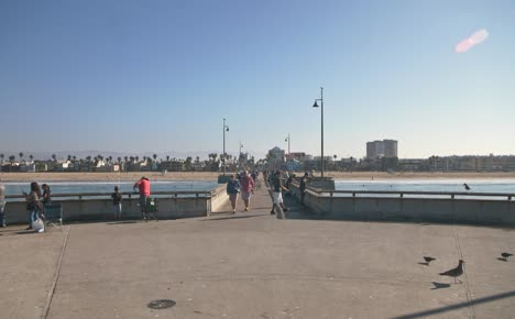 People-on-Venice-Fishing-Pier-LA