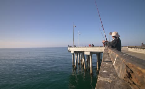 Fishermen-on-Venice-Fishing-Pier