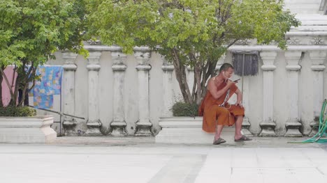 Buddhist-Monk-on-Smartphone