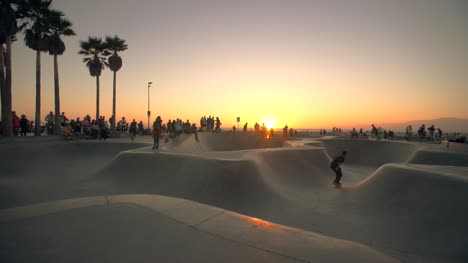 Skaters-at-Venice-Beach-at-Sunset