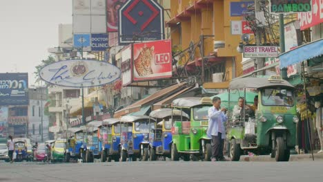 Tuk-Tuks-in-a-Row-in-Bangkok