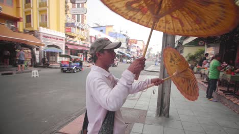 Man-Selling-Parasols-in-Bangkok