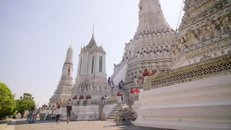 Visitors-at-Wat-Arun-Temple-Bangkok