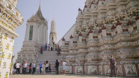 Tourists-at-Wat-Arun-Temple-Bangkok
