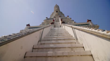 Looking-Up-At-Wat-Arun-Pagoda